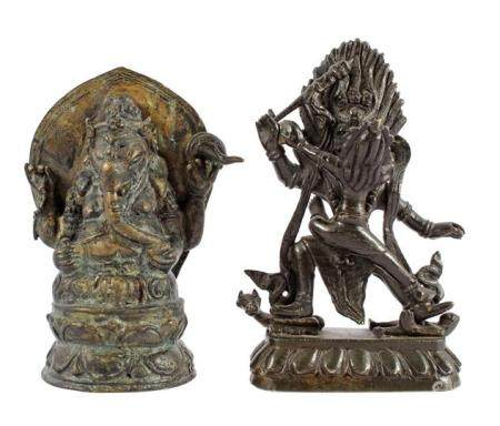 2 bronze statues, 12.5 and 13.5 cm high & nbsp; and a vase with blue decoration, 11.5 cm high