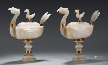 A PAIR OF CHINESE JADE CARVED BIRD SHAPED TABLE ITEM