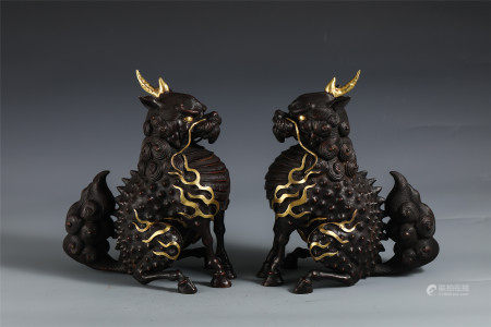 A PAIR OF CHINESE GILT BRONZE MYTHICAL BEAST SHAPED TABLE ITEM