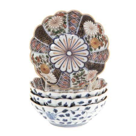 Four Japanese Imari Scalloped Edge Bowls