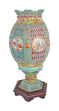 CHINESE QING POLYCHROME LAMP