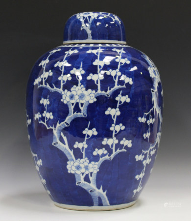 A large Chinese blue and white porcelain ginger jar and cover, late 19th century, painted with