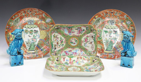 Two Chinese Canton famille rose porcelain rectangular dessert dishes, mid-19th century, each painted