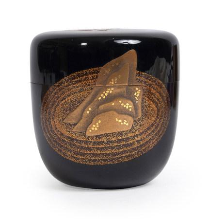 Natsume laqué noir décoré de laque dorée à décor de jardin Zen Japonais. [...]