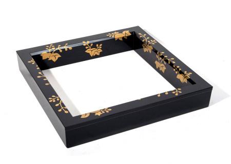 Cadre noir (robuchi) en bois laqué noir, utilisé lors de la cérémonie du thé, [...]