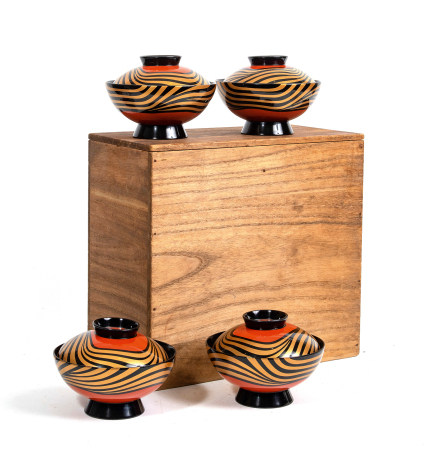 Lot de dix bols Wajima nuri laqués noir ( suimono wan) décorés d'un motif [...]