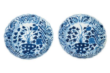 2 coupelles polylobées en porcelaine, Chine, dynastie Qing, décor en bleu sous [...]