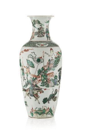 Vase en porcelaine famille verte, Chine, dynastie Qing, décor de scène de bataille, [...]