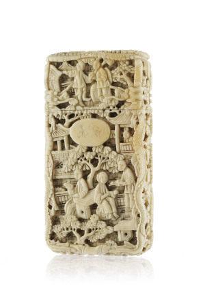 Etui à cartes en ivoire, Chine, Canton, XIXe s., décor de scènes de genre, dragons [...]