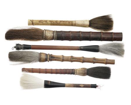Collection de 6 pinceaux de calligraphie à manche en bois, corne et os, Chine, [...]
