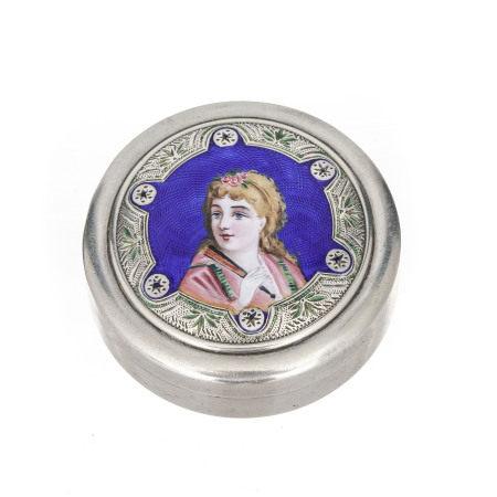 Boîte circulaire en argent au couvercle composé d'un portrait de femme à [...]