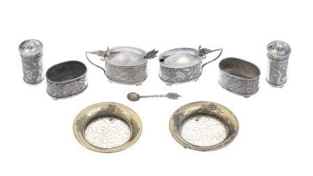 Collection de 8 pièces en argent dont deux avec pièce en jade, Chine, XIX-XXe s.: 2 [...]