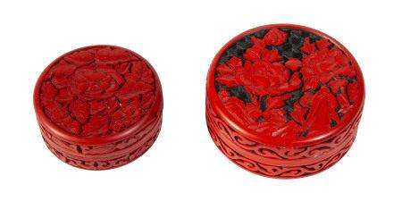 2 boîtes circulaires en laque cinabre, Chine, probablement fin du XIXe s., décor de [...]