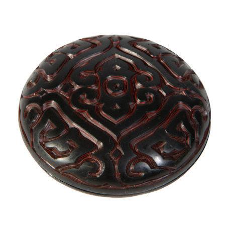 Boîte lenticulaire guri/tixi en laque noire et cinabre, Chine, XXe s., décor de [...]