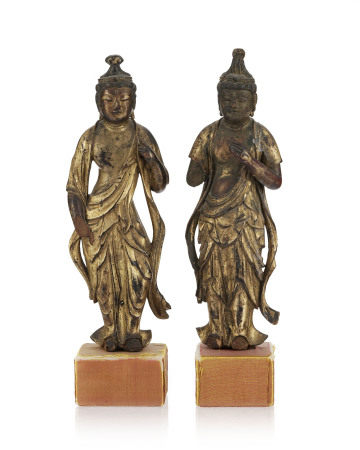 Kannon Bosatsu, 2 sculptures en bois laqué et doré, Japon, époque Meiji, debout,le [...]