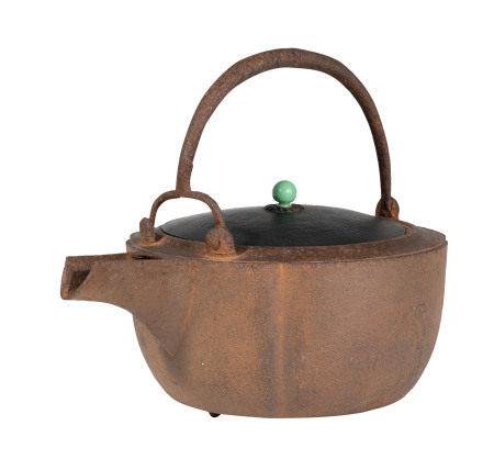 Tetsubin (bouilloire) en fonte, Japon, époque Meiji ou Taishô, corps décoré de [...]