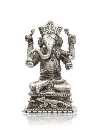 Ganesh assis en argent, Inde, époque du Raj, coiffé d'une couronne, représenté [...]