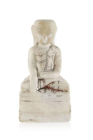 Bouddha assis, sculpture en albâtre, Birmanie, Mandalay, sur un piédestal, la main [...]