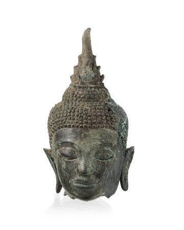 Tête de Bouddha en bronze, Thaïlande, probablement période Ayutthaya, l. 17,5 cm - [...]