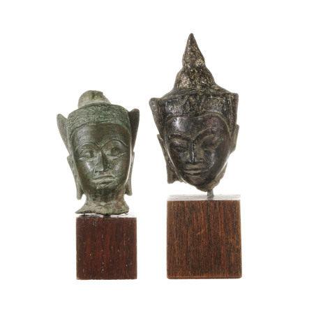 2 têtes de Bouddha miniatures en bronze, Thaïlande, de style Ayutthaya, une avec [...]