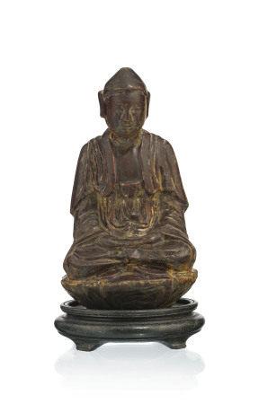 Bouddha en bois laqué et doré, probablement Vietnam, assis sur un piédestal [...]