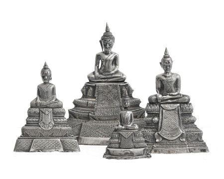 4 Bouddha assis en feuille d'argent sur âme en argile, Cambodge ou Thaïlande, sur [...]