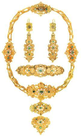 AN EMERALD, PEARL AND GOLD DEMI PARURE, C1840 pierced and crisply chased with scrolling foliage,