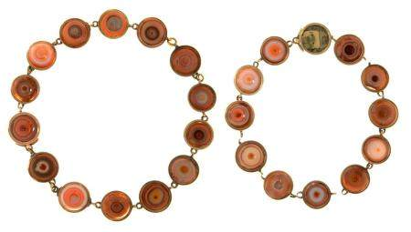 A VICTORIAN GOLD AND HARDSTONE NECKLACE, C1850 of stained agate half-beads, in plain collet