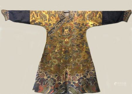 Qing dynasty brocade imperial robe inlaid with gold thread