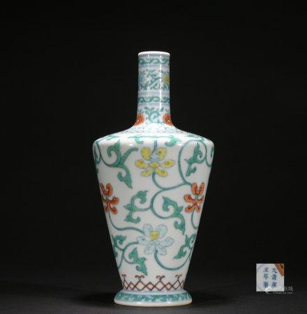 Qing dynasty multicolored bottle with flowers pattern