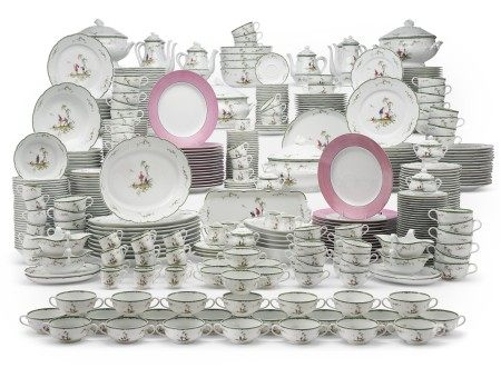 AN EXTENSIVE LIMOGES (RAYNAUD & CIE) PORCELAIN PART SERVICE