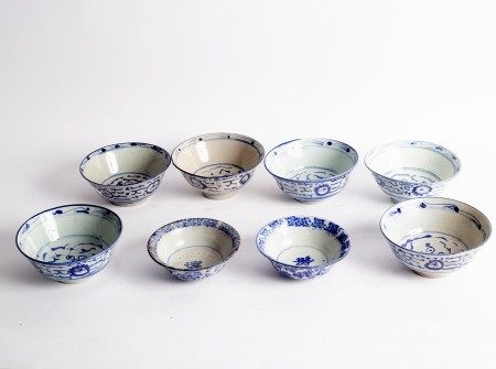 Six Ming style blue and white bowls, 16.