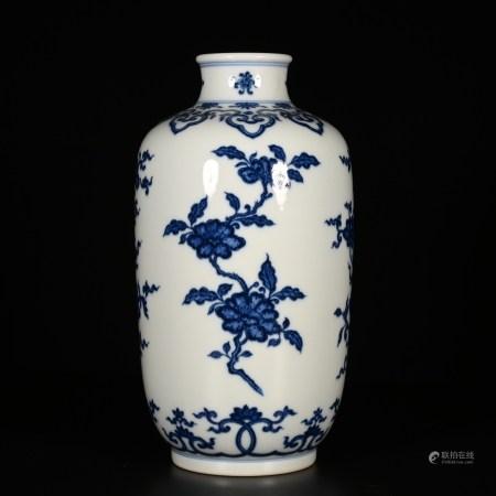 Yongzheng of Qing Dynasty            Blue and white tea pot