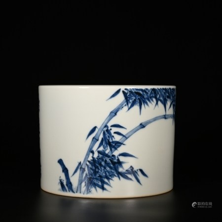 Yongzheng of Qing Dynasty            Blue and white pen holder