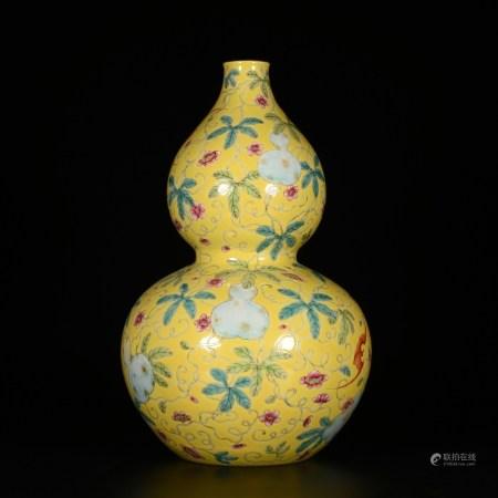 Qianlong of Qing Dynasty            Famille rose bottle