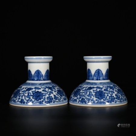 Qianlong of Qing Dynasty            A pair of blue and white Candlesticks