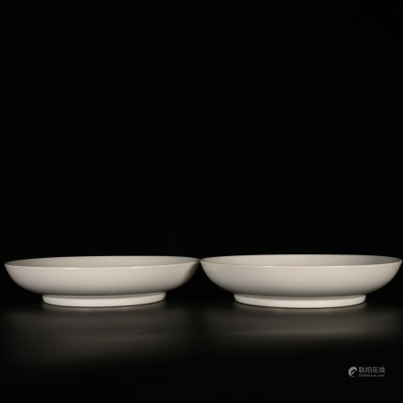Yongzheng of Qing Dynasty            Porcelain plate with flower pattern