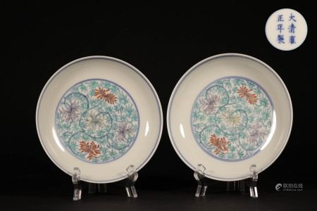 """A PAIR OF CHINESE """"DOU CAI"""" PORCELAIN PLATES"""