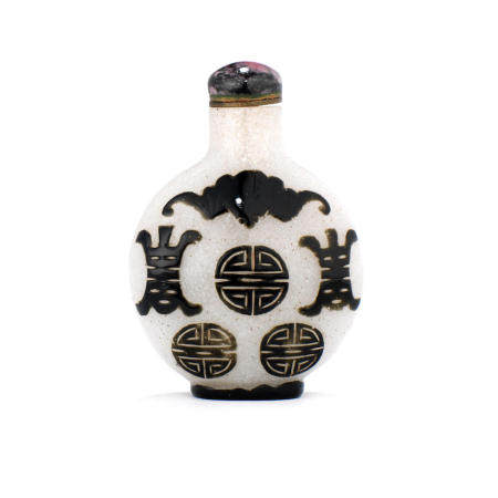 A black overlay 'snowflake' glass snuff bottle 1750-1850