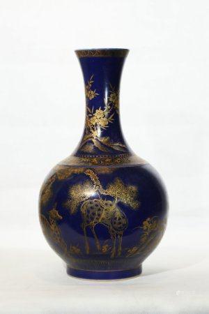 A Blue Glazed Porcelain Vase,Qianlong Period