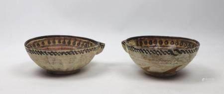 Deux coupes Samanides Céramique argileuse à décor polychrome sous glaçure incolore transparente