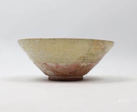 Coupe Samanide à décor calligraphique Céramique argileuse à décor polychrome sous glaçure incol
