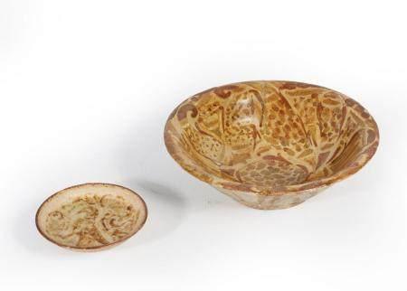 Coupe Abbasside en lustre Céramique argileuse à décor de lustre métallique Iraq, IXe siècle, Pé