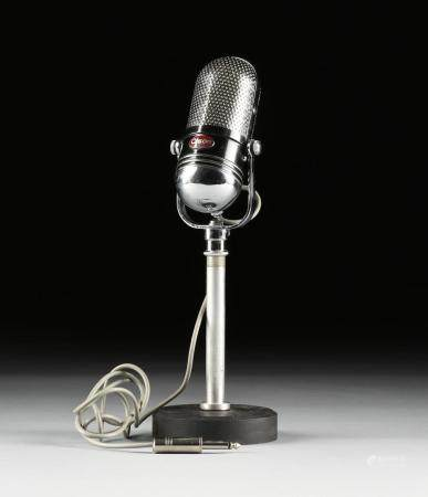 A VINTAGE JAPANESE OLSON M-102 PILL MICROPHONE ON STAND, 195