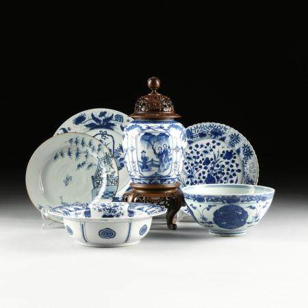 A GROUP OF SIX JAPANESE BLUE AND WHITE PORCELAIN PLATES, BOW