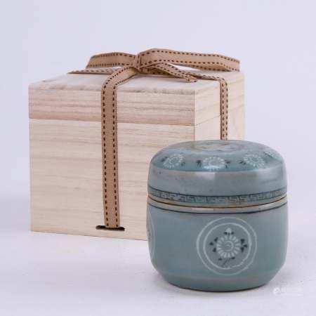 Korean celadon inlaid printing jar