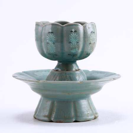 Korean celadon flower mouth inlaid printed cup holder