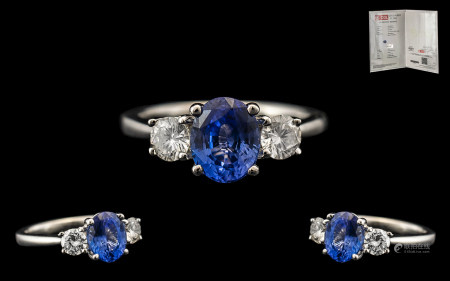 18ct White Gold - Superb Quality Contemporary 3 Stone Diamond and Sapphire Dress Ring, The Central