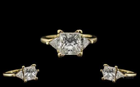 14ct Gold Stunning Quality Princess Cut Diamond Set Ring - the central princess cut diamond of top