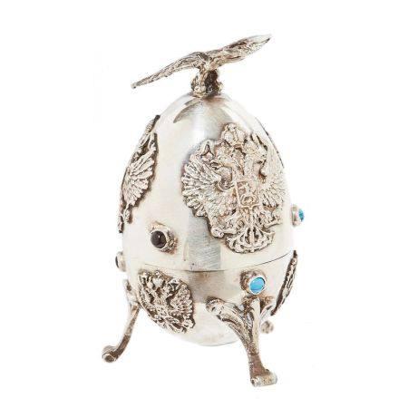 Huevo ruso en plata con decoración de águilas bicéfalas y cabujones en diversas [...]